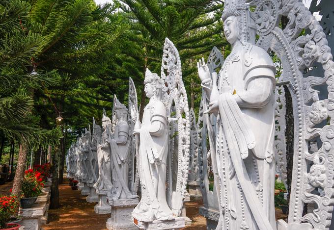 Ngôi chùa có gần 500 bức tượng giống nhau ở Lâm Đồng