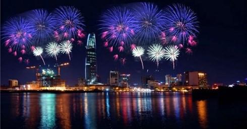 TP Hồ Chí Minh bắn hoa tại 3 điểm chào mừng 30/4