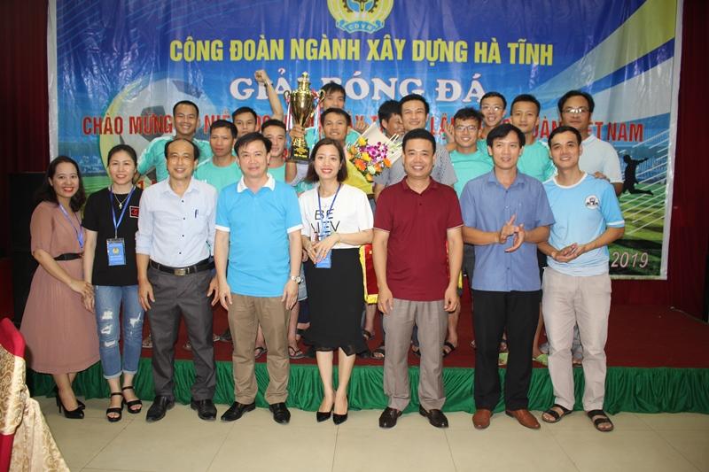 Hà Tĩnh: Bế mạc giải bóng đá truyền thống Công đoàn ngành Xây dựng