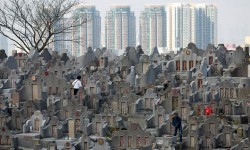 Đất cho người chết ở Hong Kong đắt gấp đôi đất cho người sống