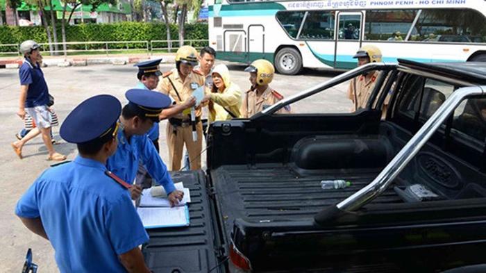 Hà Nội: Thu hồi văn bản cấm người và phương tiện ra vào thành phố