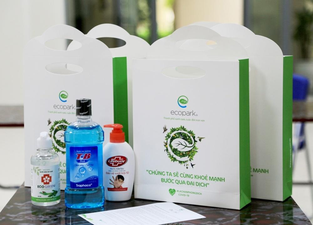 Ecopark trang bị khẩu trang, nước sát khuẩn cho 17.000 cư dân