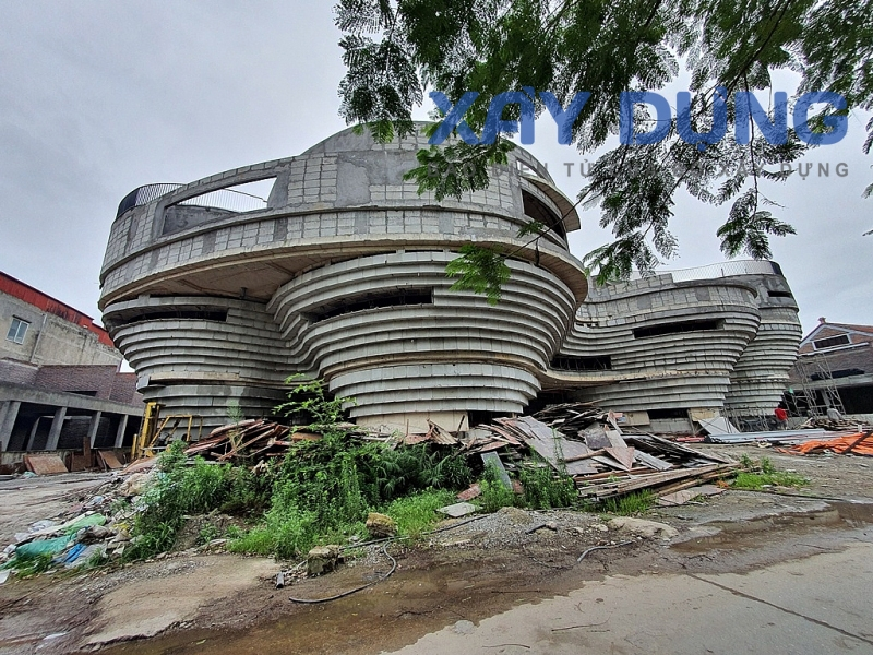 """Công trình xây dựng """"khủng"""" ở Bát Tràng, không rõ ai cấp phép?"""
