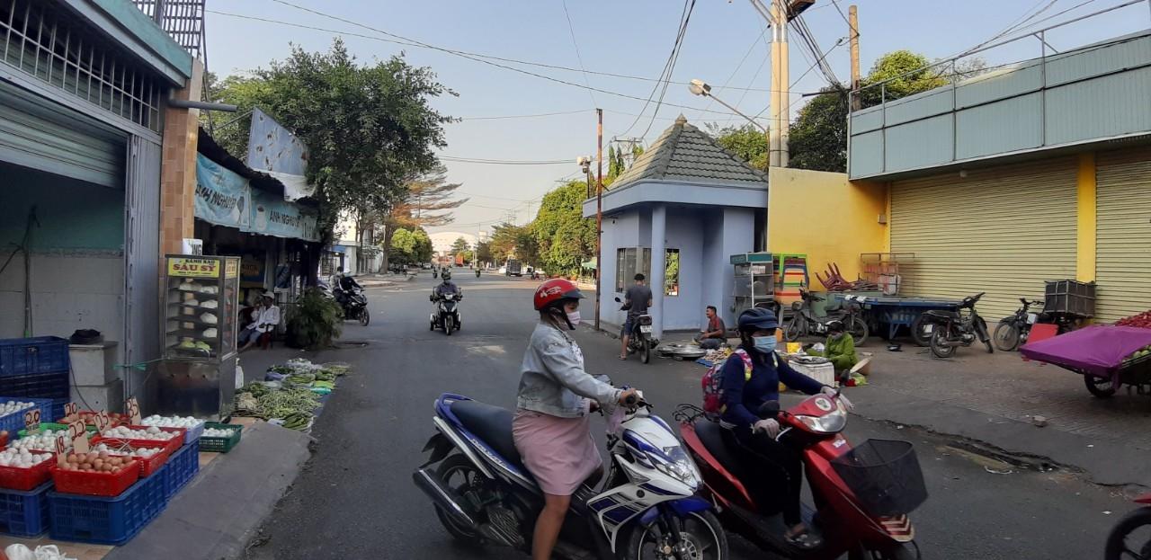 """Tìm hướng khắc phục tình trạng """"bát nháo"""" quanh các Khu công nghiệp ở Thành phố Hồ Chí Minh"""