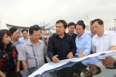 Thứ trưởng Lê Quang Hùng thực tế công tác quy hoạch xây dựng ở Quảng Ninh