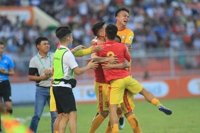 """Đông Á Thanh Hóa """"bỏ túi"""" 3 điểm trước chủ nhà Topenland Bình Định"""