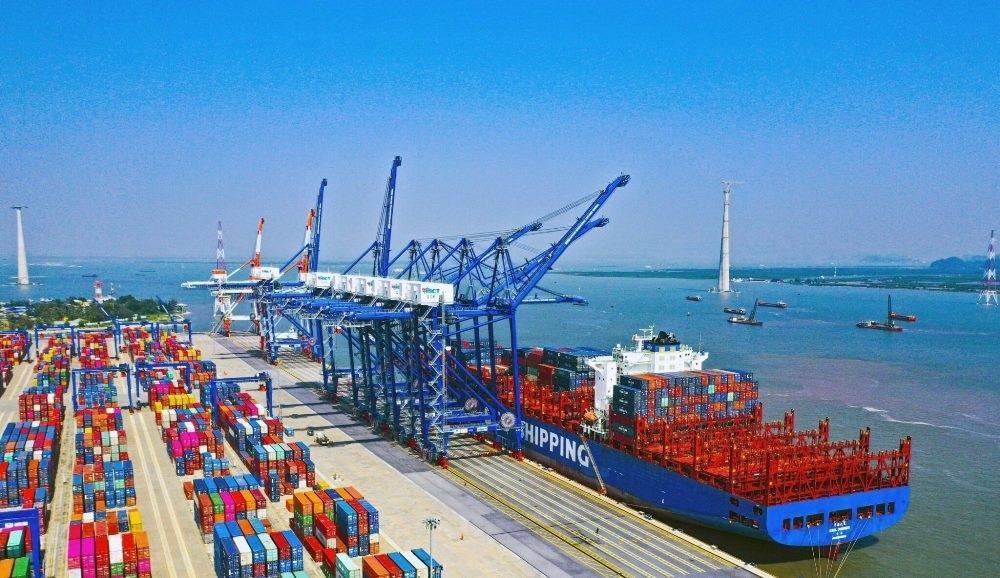 Xuất, nhập khẩu hàng hoá tháng 4 giảm 12,4% so với tháng trước