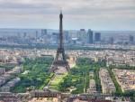 Đỉnh tháp Eiffel có một căn nhà