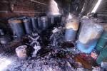 15 lính cứu hỏa nhập viện khi chữa cháy kho hóa chất