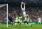 Pha làm bàn bằng tay siêu hài hước của Cristiano Ronaldo