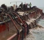 Tàu công ty xây dựng hút trộm cát trong khu nuôi ngao
