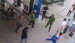 Quảng Ninh: Côn đồ đánh người dã man trước mặt Công an phường