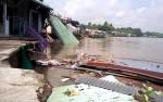 Hàng chục căn nhà ở Cần Thơ bị sụp xuống sông