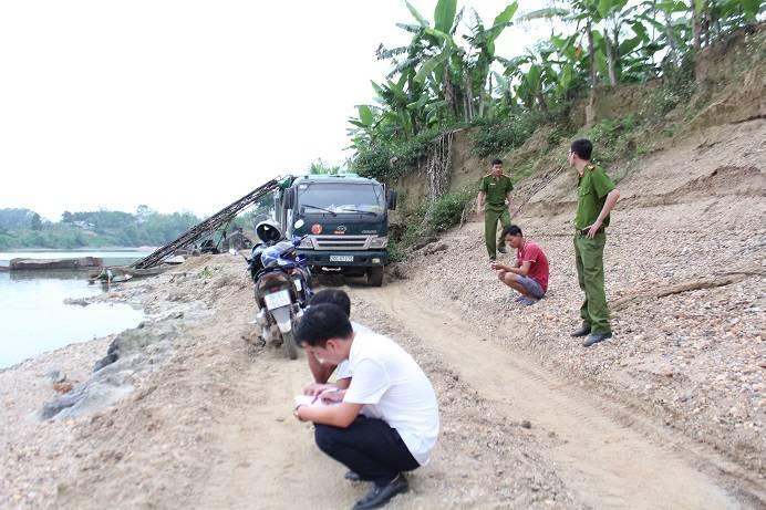 Thái Nguyên: Xóa bỏ các bến bãi tập kết cát, sỏi trái phép trước 31/7/2019