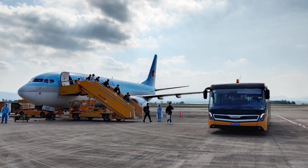 Sân bay Vân Đồn tiếp tục đón 340 chuyên gia Hàn Quốc theo quy trình đặc biệt