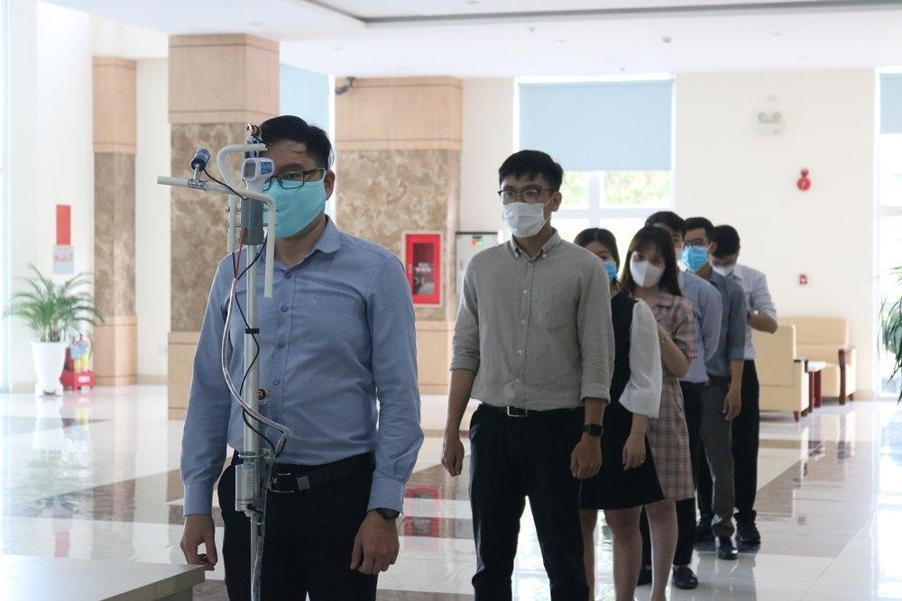 Công ty Điện lực Thừa Thiên - Huế chế tạo thành công máy đo thân nhiệt tự động