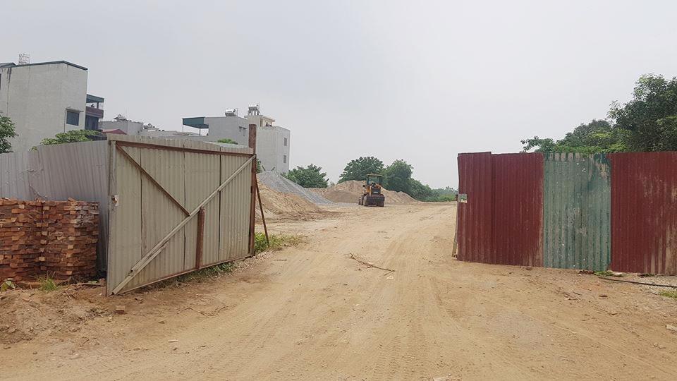 """Hà Đông (Hà Nội): Người dân phường Hà Cầu """"chìm"""" trong đất bụi vì bãi tập kết vật liệu xây dựng"""