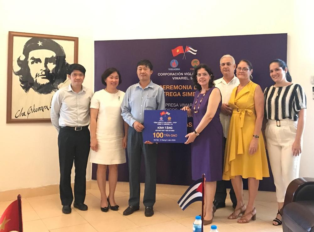 Công ty ViMariel S.A trao tặng 100 tấn gạo hỗ trợ Cuba