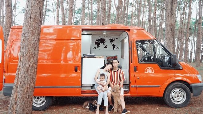 Đôi vợ chồng chi 250 triệu đồng tự cải tạo ôtô cũ thành nhà di động