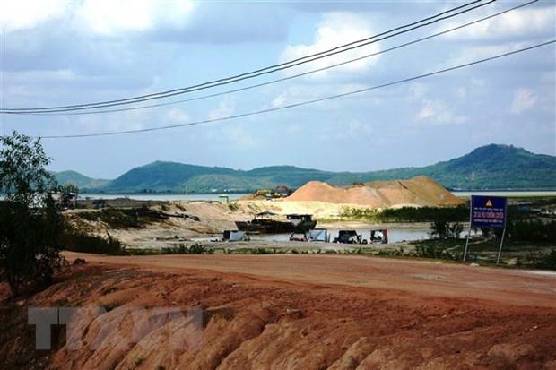 Giảm công suất và thời gian khai thác cát trong hồ Dầu Tiếng