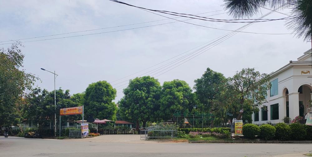 Hà Nội: Vì sao đất cây xanh thể thao lại tồn tại nhà hàng, quán cà phê?