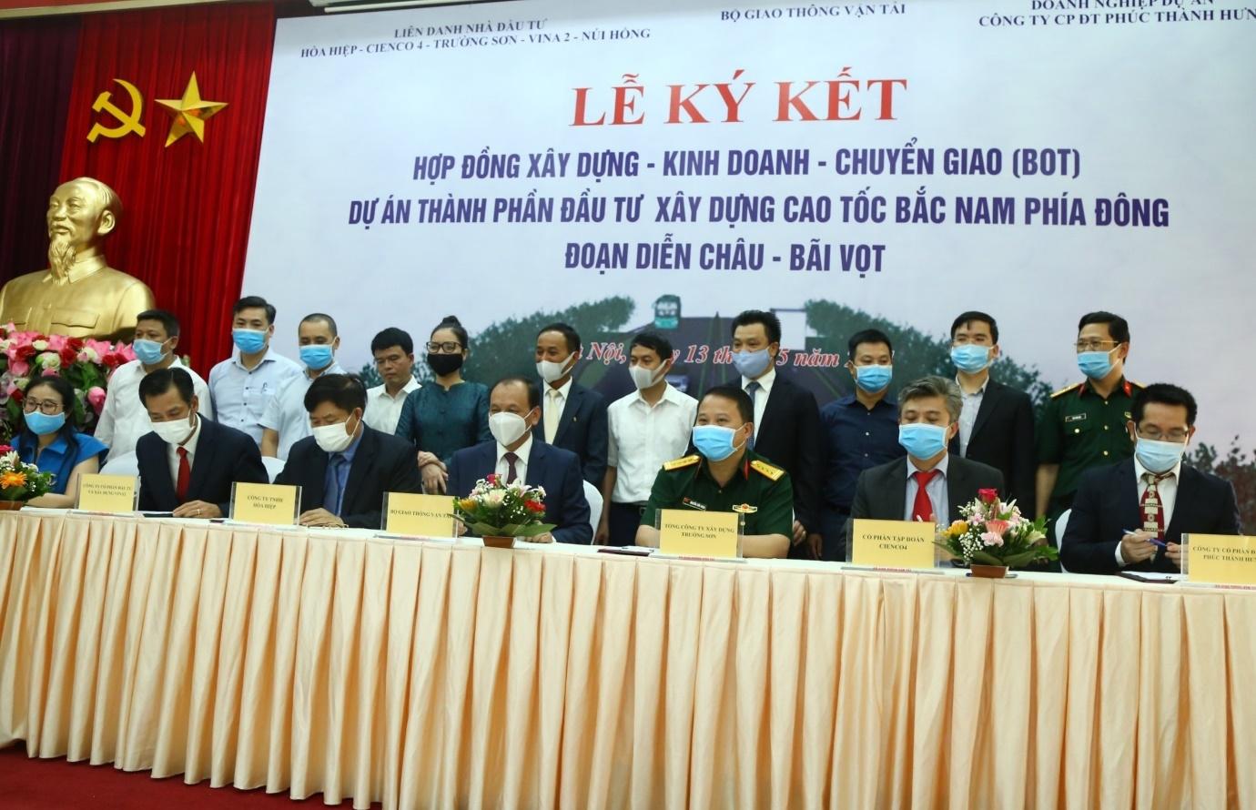 Ký hợp đồng BOT dự án thành phần cao tốc Bắc – Nam đoạn Diễn Châu - Bãi Vọt