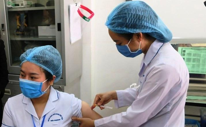 Hải Phòng: Người dân mong ngóng được tiêm vắc xin phòng Covid-19