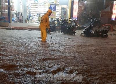 Cận cảnh các công trình thi công gây tắc thoát nước ở Hà Nội