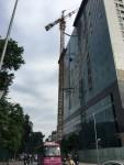 Ba Đình (Hà Nội): Dân nơm nớp lo sợ trước cẩu tháp có nguy cơ đổ sập tại công trình 8B Lê Trực