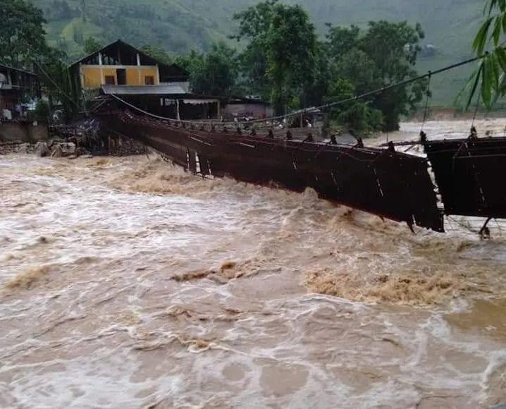 Lào Cai:  Lũ ống cực lớn