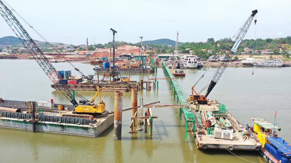 Quảng Ninh: Gấp rút xây dựng cầu Cửa Lục