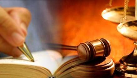 Trường hợp các văn bản quy phạm pháp luật có quy định khác nhau về cùng một vấn đề thì áp dụng như thế nào?