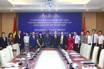 Trao tặng Kỷ niệm chương Vì sự nghiệp Xây dựng cho Giám đốc Quốc gia WB tại Việt Nam Ousmane Dione