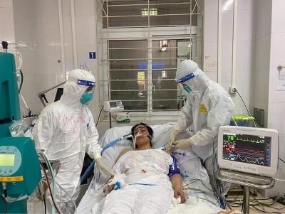 Bệnh nhân cuối cùng thở máy tại Bệnh viện Phổi Bắc Giang được rút ống nội khí quản