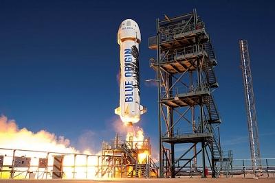 Chi gần 30 triệu USD để bay cùng tỷ phú Jeff Bezos vào vũ trụ