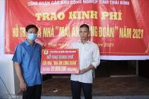 cong doan cac khu cong nghiep thai binh trao kinh phi sua nha cho doan vien