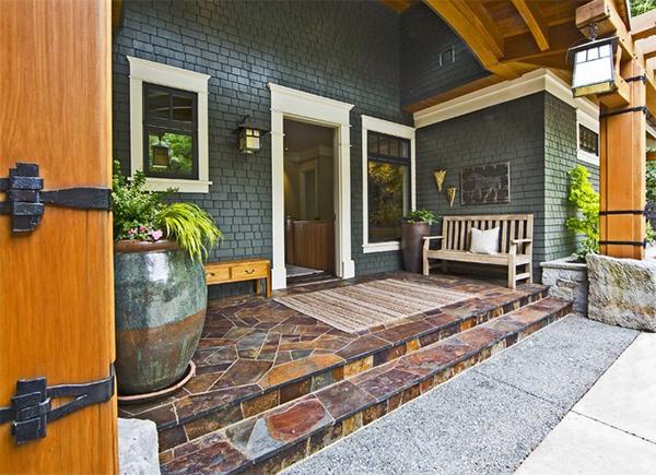 210912baoxaydung image015 Cùng nhìn qua những mẫu thiết kế mái hiên lát đá tự nhiên