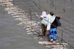 Những cây cầu đáng sợ khiến du khách phải 'tim đập chân run'