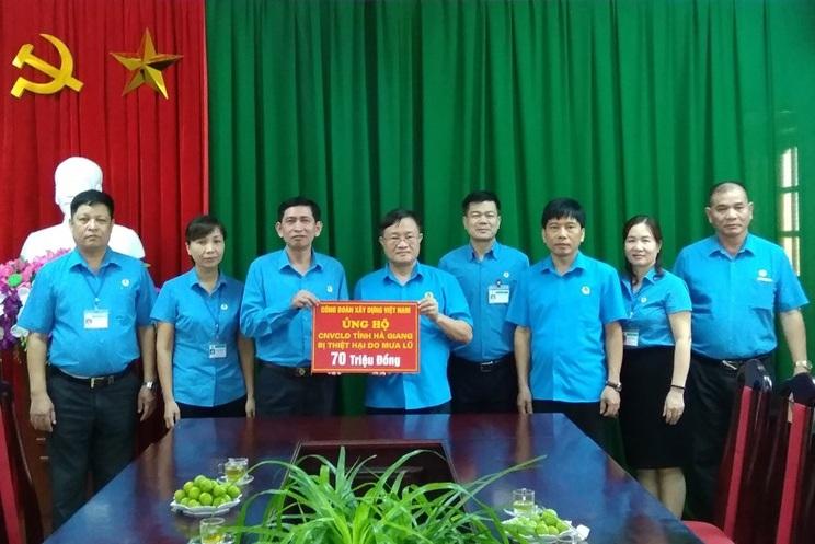 Công đoàn Xây dựng Việt Nam thăm hỏi, ủng hộ CNVCLĐ các tỉnh miền núi phía Bắc bị lũ lụt