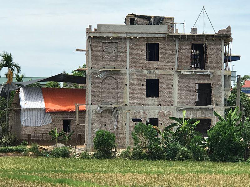 Thạch Thất (Hà Nội): Nhà cao tầng xây dựng trên đất nông nghiệp, chính quyền xã vô can?