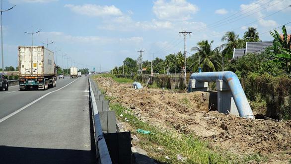 Thẩm quyền chấp thuận lắp đặt ống nước trong hành lang quốc lộ