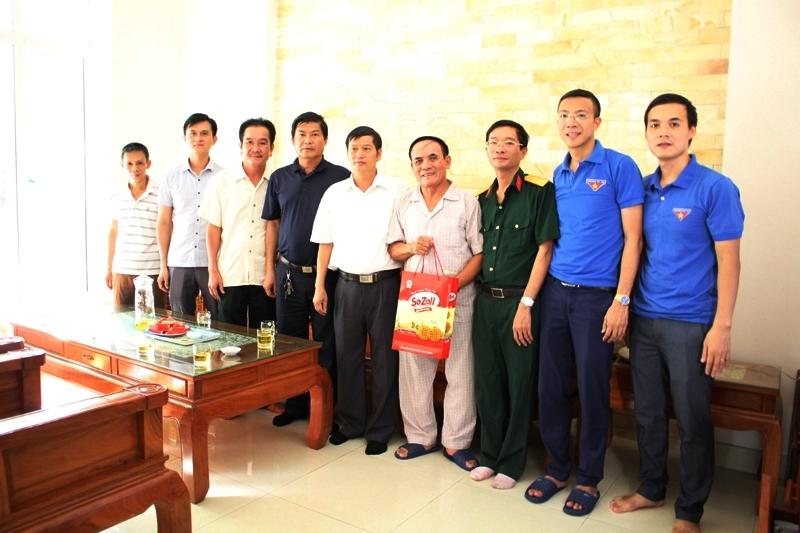 Sở Xây dựng Hà Tĩnh thăm hỏi, tặng quà các gia đình chính sách nhân ngày Thương binh liệt sỹ