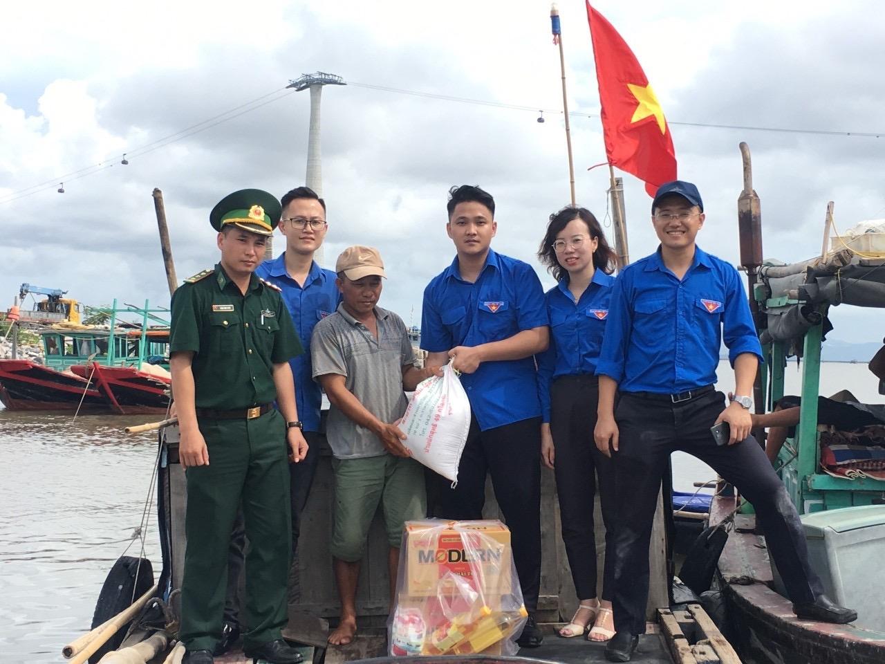 Đoàn thanh niên Báo Xây dựng với các hoạt động tình nguyện thiết thực tại huyện đảo Cát Hải