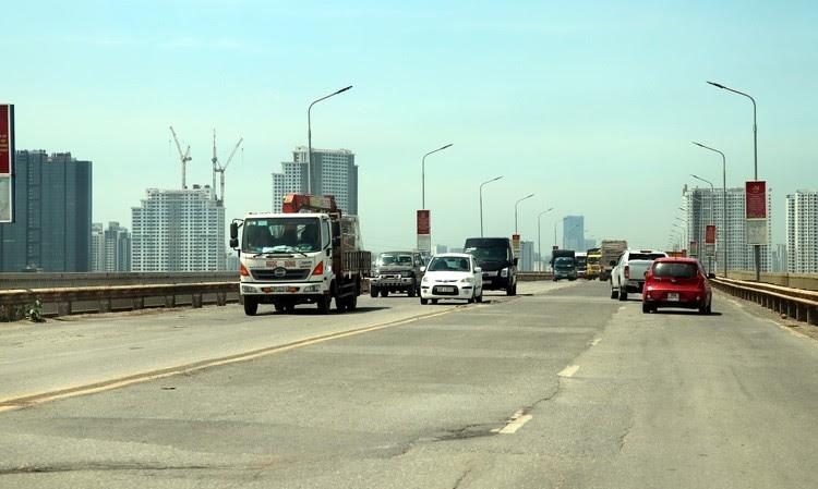 Áp dụng công nghệ mới sửa chữa mặt cầu Thăng Long