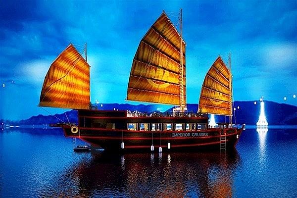 du thuyen emperor cruises tren vinh nha trang nhan giai thuong tripadvisor 2020