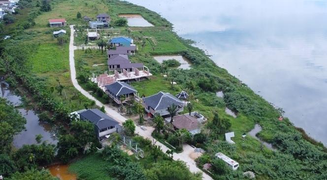 """Thừa Thiên – Huế: Xây hàng loạt căn nhà trái phép, Chủ tịch UBND thị xã đề nghị """"tạo điều kiện""""?"""