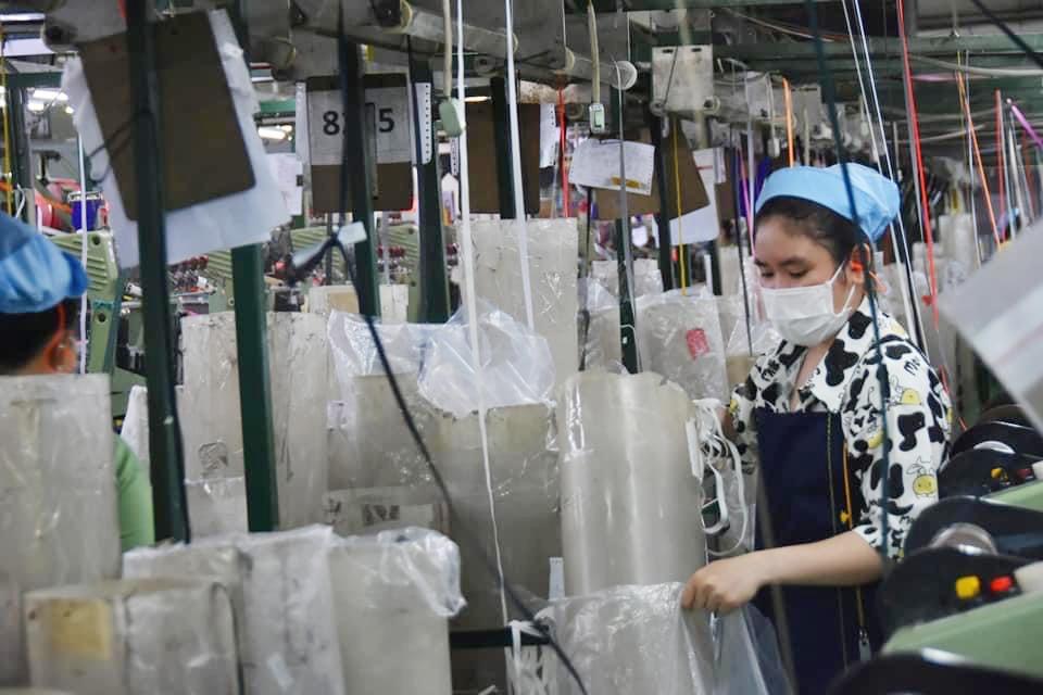 Thành phố Hồ Chí Minh: Nhiều doanh nghiệp giảm bớt quy mô sản xuất bảo đảm an toàn cho người lao động
