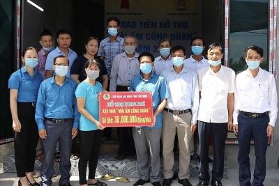 Thái Bình: LĐLĐ Vũ Thư trao kinh phí xây nhà cho đoàn viên, công nhân