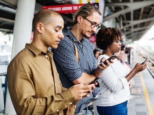 Sử dụng điện thoại thế nào để không tàn phá sức khỏe
