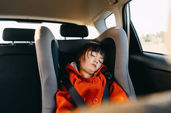 Hiểm họa chết người khi ở lâu trong ôtô đóng kín